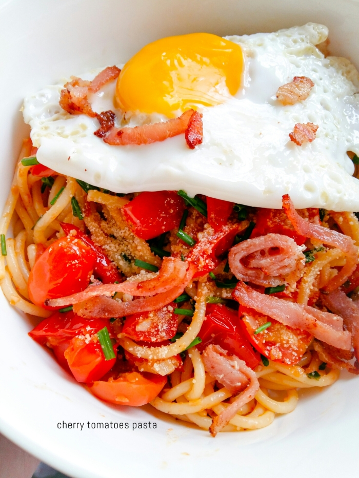 pasta with cherry tomatoes olive oil bacon egg